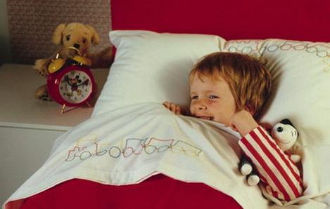 criança que sente medo ao dormir